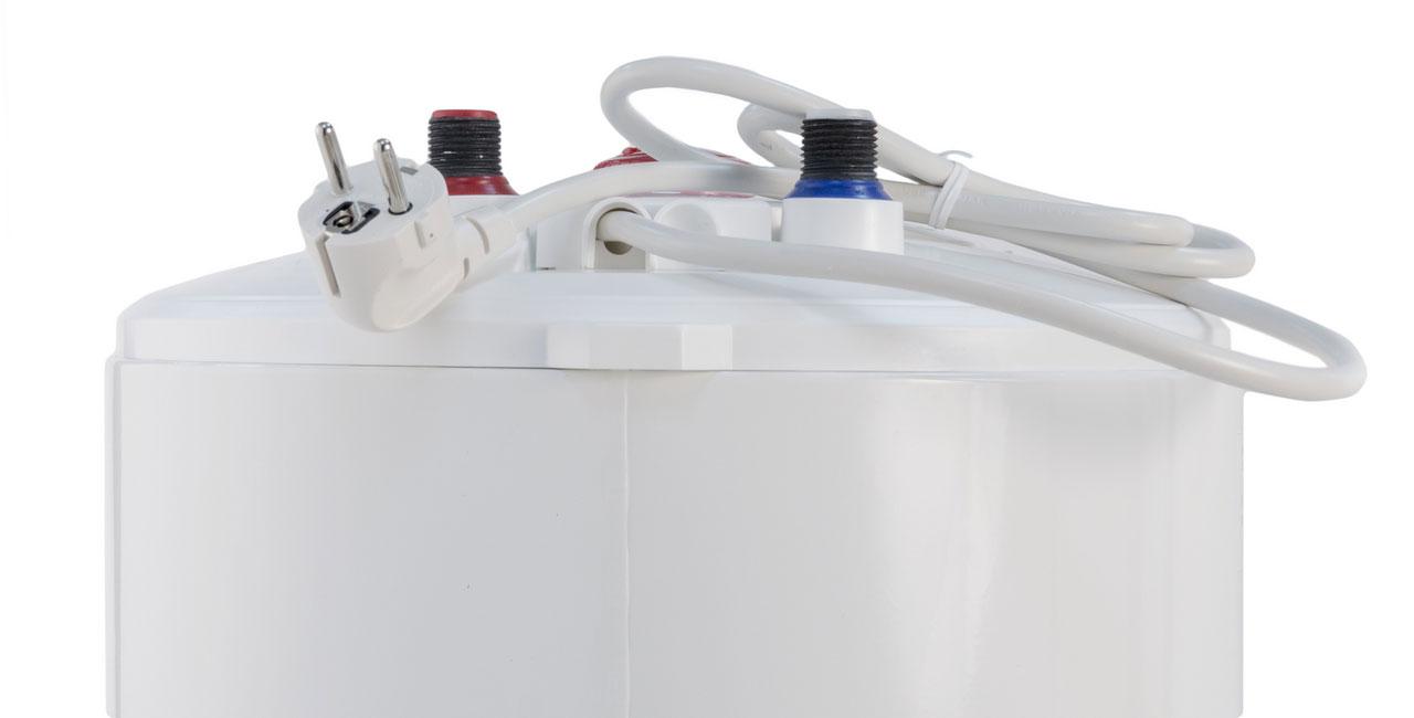 Фрагмент корпуса водонагревателя AEG EWH 75 Slim с электрическим шнуром
